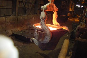 Transfer Ladle in Smelting Workshop  Casting ladle